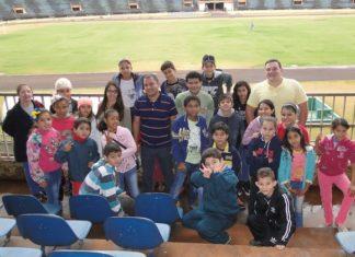 Os alunos visitaram o estádio acompanhados de um coordenador e de três professores – Foto: Waldemar Gonçalves(Russo)