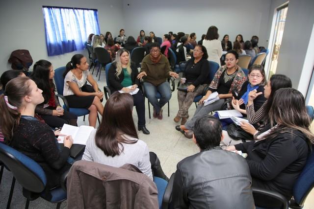 As professoras Valdete de Barros Martins e Maria José Lanzetti têm realizado as explanações e dinâmicas - Foto: A. Frota