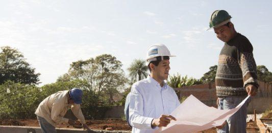 Enquanto aguarda ser chamado no concurso, jovem segue trabalhando como engenheiro civil - Divulgação