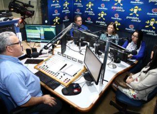 Procuradora Lourdes Benaduce e secretária de Educação Denize Portolann durante entrevista, sábado, na 92 FM – Foto: A. Frota