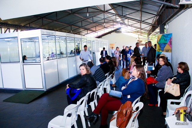 Estande instalado na Assomasul atende prefeitos - Foto: Edson Ribeiro