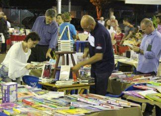Bom público tem prestigiado a primeira edição do Festival Literário de dourados, que acontece no Parque dos Ipês - Foto: Assecom