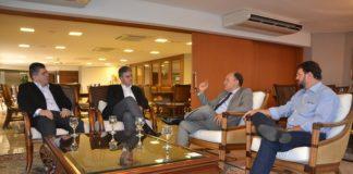 Sérgio Longen e Junior Mochi reunidos com representantes da indústria Dânica Zipco - Assessoria