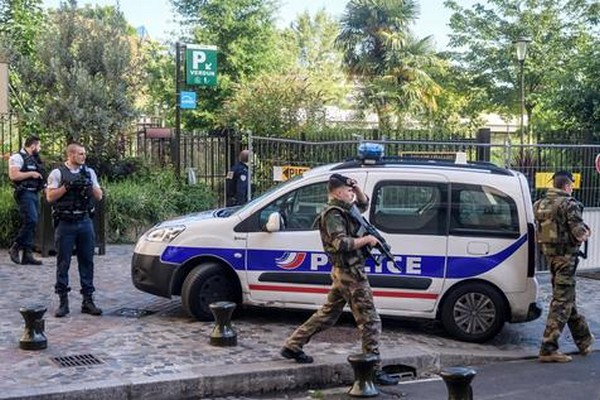O ato ocorreu em Sept-Sorts, nos arredores de Paris – Foto: Ansa