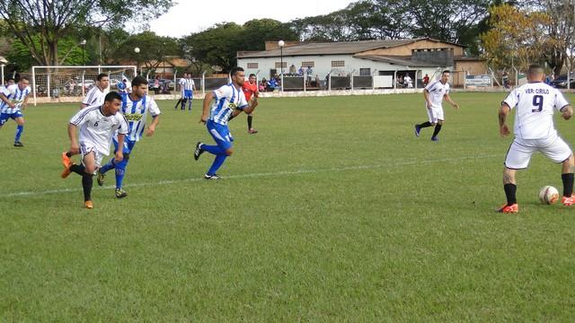 Clássico na Vila Vargas foi muito disputado e a A.A.V.V (azul e branco) levou a melhor ao vencer por dois a um o seu rival, o Nacional – Foto: Waldemar Gonçalves - Russo