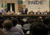 """Ministro Mendonça Filho na solenidade de abertura do """"FNDE em Ação"""" na sede da Assomasul, nesta segunda – Foto: Chico Ribeiro"""