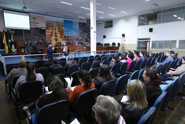 O curso é realizado das 08h às 11h no plenário da Casa de Leis - Foto: Thiago Morais