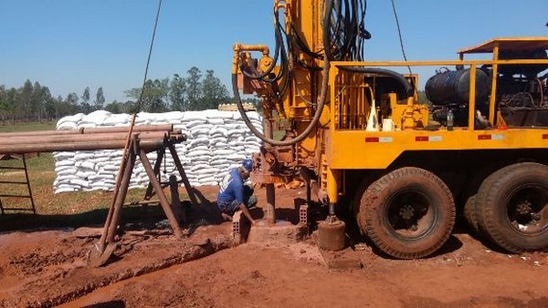 Sanesul está perfurando poço que deverá produzir 40 mil litros de água por hora - Divulgação