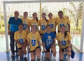 As atletas da equipe de handebol feminino trouxeram a medalha de prata na competição nacional do ano passado – Divulgação