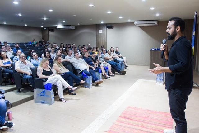 Chef Onildo Rocha fala para o público presente sobre empreendedorismo e a nova culinária nordestina - Assessoria