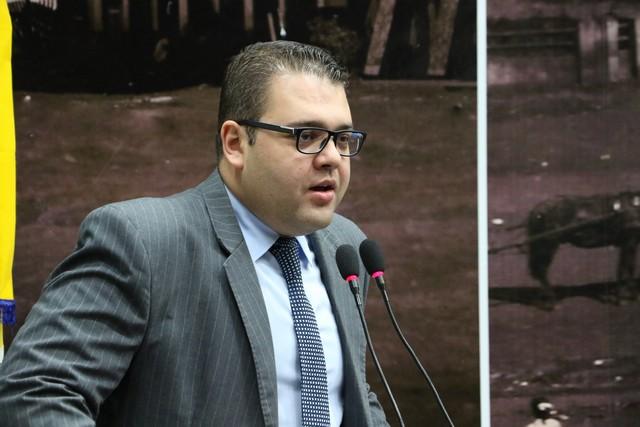 Alan Guedes quer garantia para o uso adequado das vagas especiais em shoppings e centros comerciais - Foto: Thiago Morais