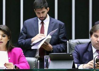 Segunda-secretária da Câmara, deputada Mariana Carvalho, iniciou no fim da manhã a leitura da segunda denúncia contra o presidente da República, Michel Temer - Agência Câmara