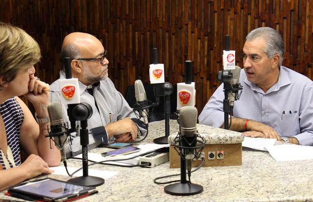 Governador durante entrevista nesta quarta-feira ao programa Tribuna Livre, da Rádio Capital FM 95,9 – Foto: Chico Ribeiro
