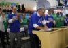 """Vestindo a camisa do """"Programa Juntos Por Campo Grande"""", Governador assinou termos de convênio – Foto: Chico Ribeiro"""
