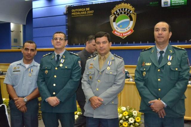 Os homenageados; medalha é concedida para pessoas que prestaram relevantes serviços à Polícia Civil – Divulgação PM
