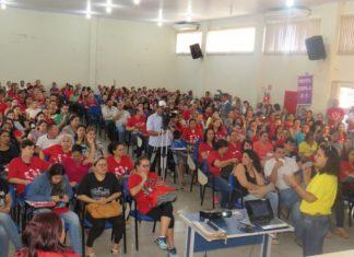 Em assembleia realizada na manhã desta sexta, profissionais de Educação decidiram continua com a greve – Assessoria Simted