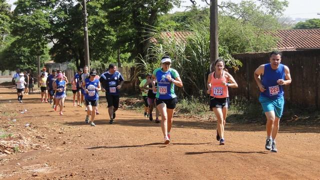 Vila São Pedro recebeu neste domingo a sua primeira corrida de rua– Foto: Waldemar Gonçalves - Russo