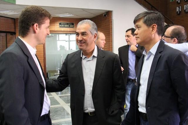 Presidente da Reflore/MS, Moacir Reis, governador Reinaldo Azambuja e presidente da Famasul, Maurício Saito - Foto: Chico Ribeiro