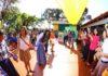 Prefeita Délia destacou a presença da comunidade escolar de macaúba na hora cívica - Foto: A. Frota