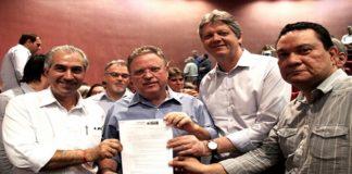 Reinaldo Azambuja e Blairo Maggi durante assinatura do convênio do Agro+ - Foto: Kelly Ventorim