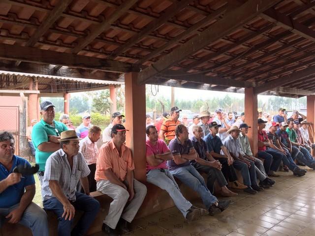 Reunião entre representantes das mais de 150 famílias do assentamento Lagoa Grande, na região de Itahum, e o diretor do Incra em Dourados, Daniel Tadao - Foto: Divulgação/Semaf