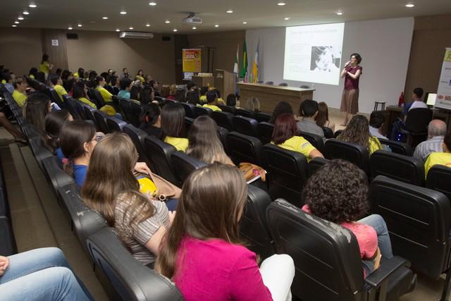 Abertura do Ciclo de Palestras contou com a participação psicóloga e jornalista, Claudia Malfat e da oncopediatra, Rafaela Siufi - Divulgação
