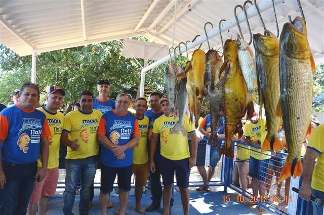 Autoridades conferiram de perto peixes pescados durante a Itaquipesca 2017 - Foto: Guiomar Biondo