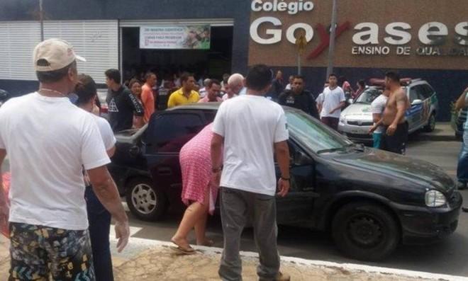 Movimentação em frente ao Colégio Goyases, que fica em bairro de classe média, em Goiânia – Reprodução Facebook