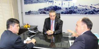 Deputado Paulo Corrêa, presidente da CPI, com Mauricio Saito, presidente da Famasul, e Junior Mochi, presidente da ALMS – Foto: Edilene Borges
