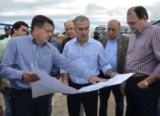 Governador confere detalhes da obra em Figueirão – Divulgação Sanesul