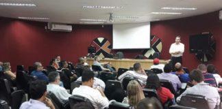 Procurador do MPT, Paulo Douglas, em recente reunião com membros do Comitê Estadual Contra as Reformas - Assessoria