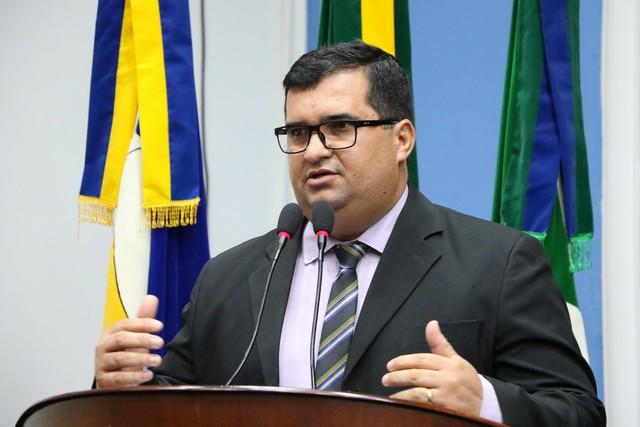 O vereador pontua que é necessária a mobilização dos profissionais em educação para que a categoria avance - Foto: Eder Gonçalves