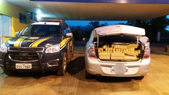 Foram apreendidos 1,5 kg de cocaína e 1.031 quilos de maconha – Divulgação PRF