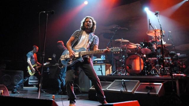 Banda americana Pearl Jam, comandada por Eddie Vedder, será o destaque do segundo dia - Divulgação