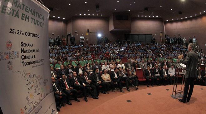 Governador durante a abertura da Semana Nacional de Ciência e Tecnologia (SNCT) em Campo Grande – Foto: Chico Ribeiro