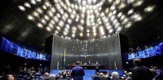 A PEC foi aprovada em primeiro turno com 62 votos favoráveis e em segundo turno por 58 votos a favor – Foto: Marcos Oliveira/Agência Senado