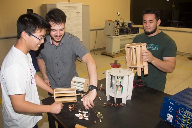 Estudantes, sob a orientação do professor Wilson, desenvolveram projeto inovador – Divulgação Unigran