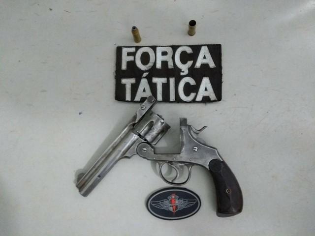 Arma apreendida, um revólver calibre 44 com a numeração raspada – Divulgação PM