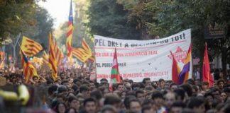 Estudantes protestam em favor da independência da Catalunha - Foto: EPA