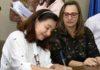 Prefeita Délia Razuk e secretária Ledi Ferla, durante cerimônia de renovação de convênios com entidades, no início da gestão – Foto: A. Frota