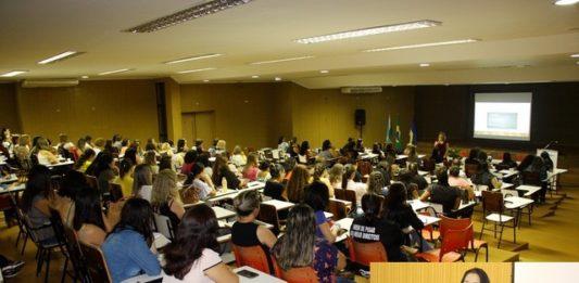 Evento aberto pela secretária Denize Portollann(foto no detalhe) foi considerado muito importante principalmente pela troca de conhecimento - Divulgação