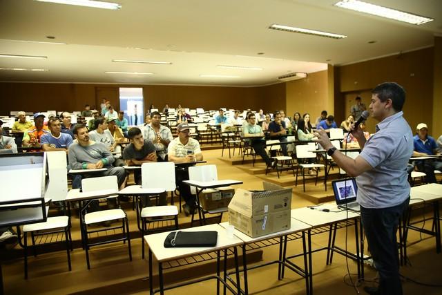 Profissionais ligados à área de paisagismo e jardinagem participaram de seminário, no auditório da prefeitura – Foto: A. Frota