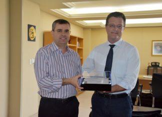 Jesner Escandolhero, diretor-regional do Senai, entregou pessoalmente o convite ao reitor da UCDB, Padre Ricardo Carlos - Divulgação