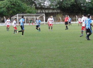 Santo Antônio/Casa Nova (de azul e branco) é uma das quatro equipes semifinalistas dos Veteranos – Foto: Waldemar Gonçalves - Russo