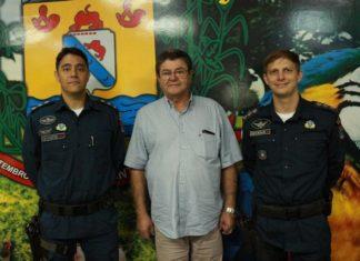 Capitão Gustavo, Prefeito Donato Lopes e Capitão Edcezar durante a cerimônia de passagem de comando do 3ª Pelotão da Polícia Militar de Rio Brilhante - Assessoria