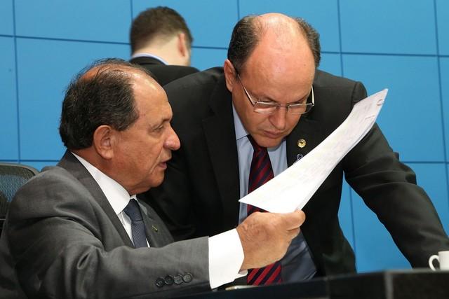 Deputado Zé Teixeira com o presidente da ALMS, Junior Mochi – Assessoria ALMS