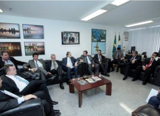 Encontro ocorreu no gabinete do senador Moka – Foto: Assessoria