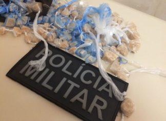 Foram apreendidos 106 pedras de pasta base de cocaína, que totalizou 197 gramas – Divulgação PM