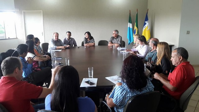 O vereador participou de uma reunião com a prefeita e representantes de entidades - Foto: Assessoria