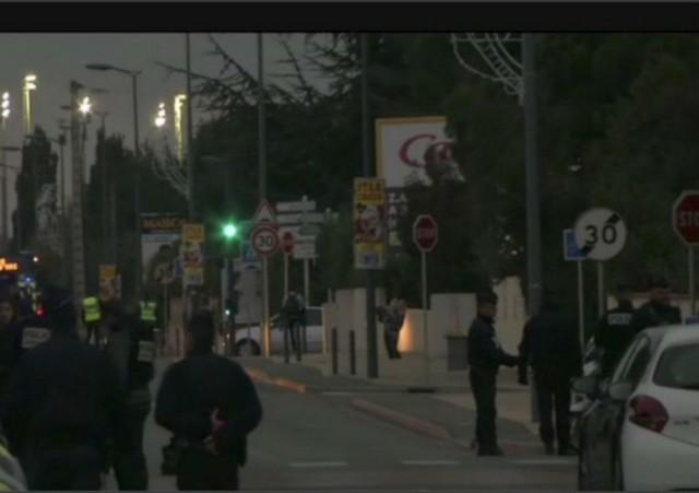 Atentado aconteceu do lado de fora de uma escola de ensino médio, no Sul da França - Foto: Twitter/Reprodução